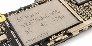 Sk Hynix Flash Memory Chip For Iphone 6 © Poravute Siriphiroon Dreamstime